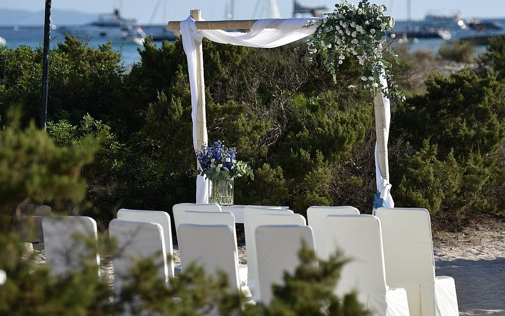 Feiern Sie Ihre Hochzeit ganz außergewöhnlich in einer kleinen romantischen Bucht oder auch an einem kilometerlangen Sandstrand von Mallorca.
