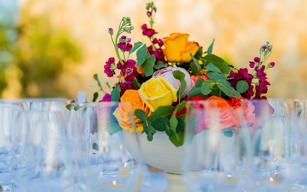 Wir bieten Ihnen Hochzeitsdekorationen verschiedenster Stilrichtungen. Und mit traumhaftem Blumenschmuck geben wir Ihrer Hochzeit einen festlichen Rahmen.