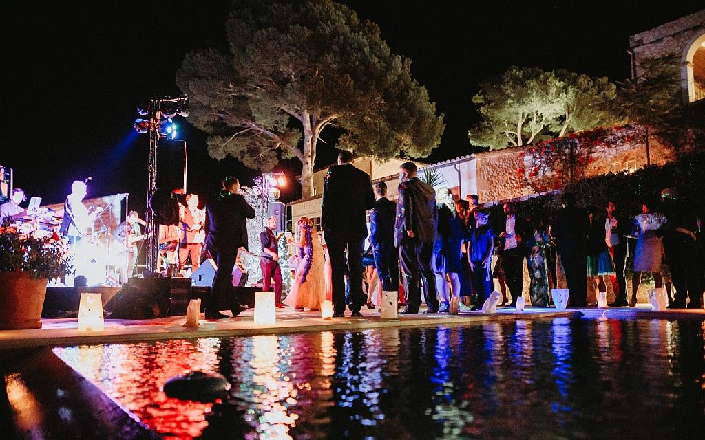 Für die richtige Stimmung auf Ihrer Hochzeitsfeier auf Mallorca bieten wir Ihnen und Ihren Gästen ein breites Angebot an Entertainment. Wir verfügen über eine umfassende Auswahl an Musikern, Künstlern und Artisten.